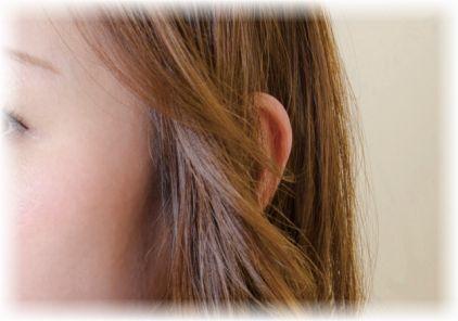 耳つぼシールを貼るだけで肩こりが改善!信じられないけど本当に楽になる!